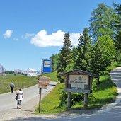 D-0156-seiser-alm-bushaltestelle-bei-hotel-steger-dellai.jpg