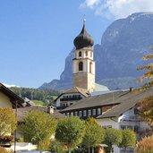 D-Voels-am-Schlern-Dorf-Herbst-Kirche-3468.jpg