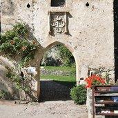 D-Voels-am-Schlern-Schloss-Proesels-Eingang-3588.jpg